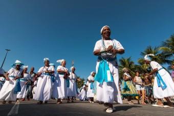 Fotos do Desfile do Bloco Afoxé Ilê Ala e dos Filhos de Gandhi RJ na Orla de Copacabana