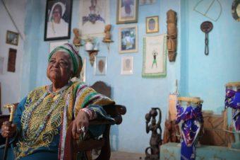 Ialorixá da Baixada Fluminense recebe condecoração da Alerj por trajetória de luta social