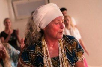 Mãe de Santo Austríaca populariza Umbanda e Candomblé na Suíça